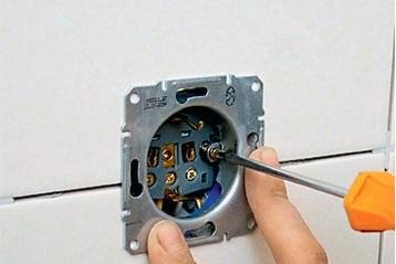 Установка и монтаж выключателей, розеток, датчиков